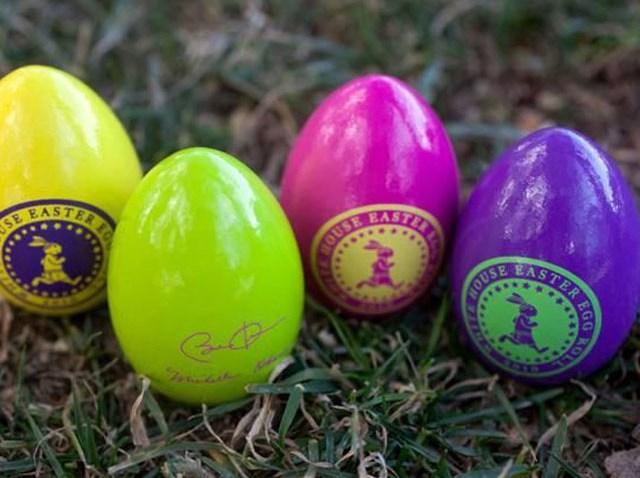 030810 2010 White House Easter Eggs