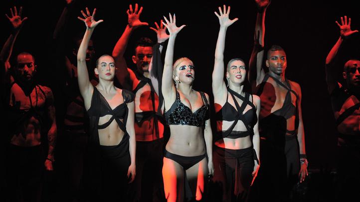 lady gaga dancing june 2011