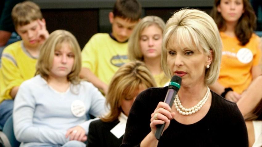 "FILE - This Nov. 1, 2001 file photo shows host Bobbie Battista preparing for the airing of the show ""TalkBack Live"" in Atlanta."
