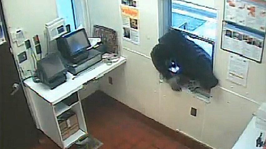 Fast Food Drive Thru Window Robbery Landover 011914