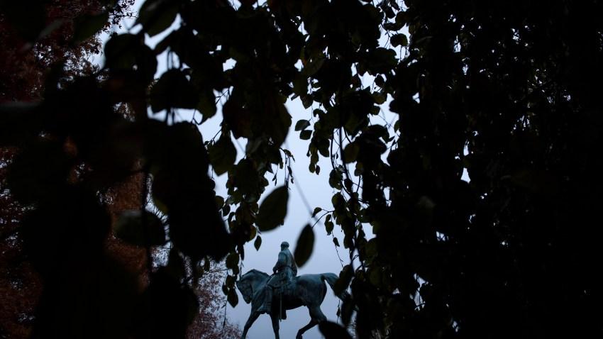 a robert e. lee statue in Charlottesville, Virginia