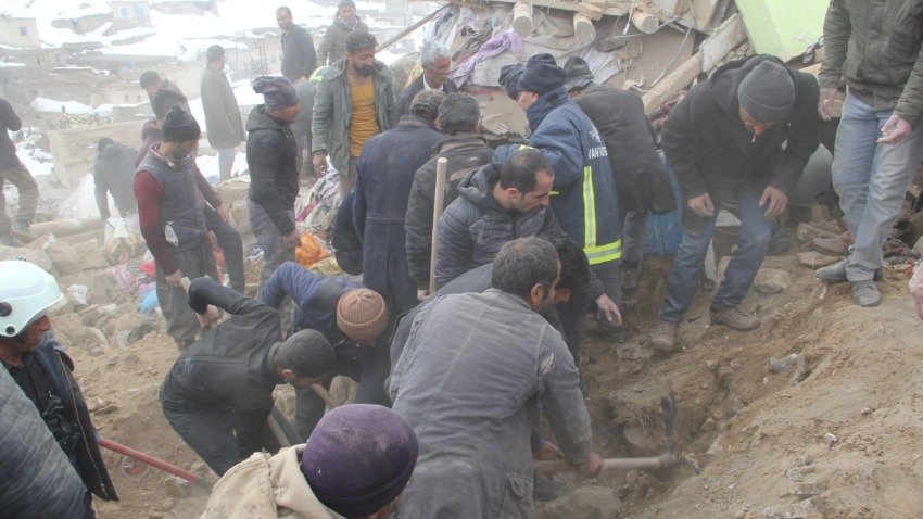 Teams search for survivors in collapsed building