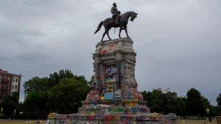 Robert E. Lee statue Richmond June 2020
