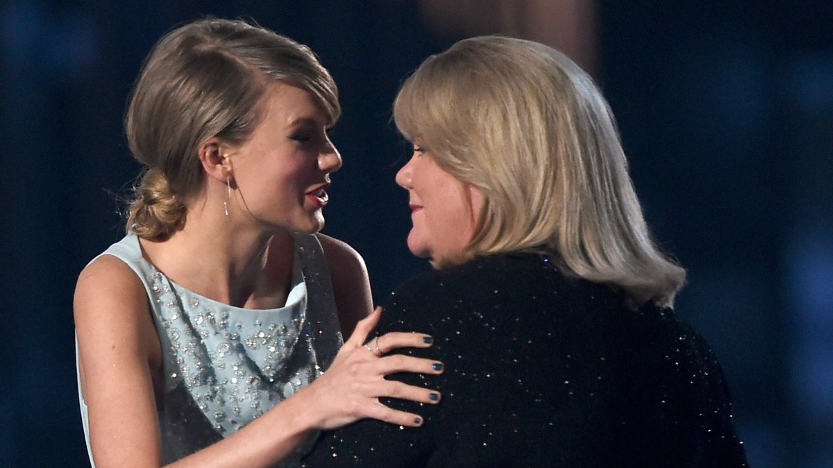 Taylor Swift Reveals Mom Has Been Diagnosed With a Brain Tumor