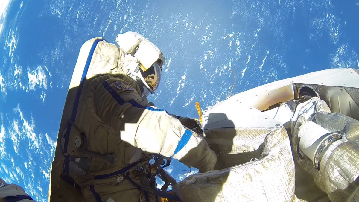 Spacewalking Astronaut Loses Mirror, Newest Space Junk thumbnail