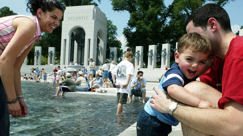 50880562AW003_WWIIMemorial