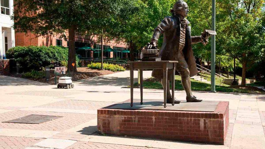 Statue of George Mason