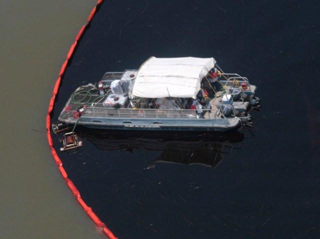 oil spill berms-640