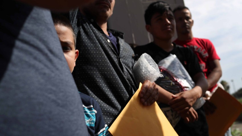Central American immigrant families depart Immigration and Customs Enforcement custody