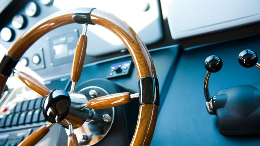 yacht-shutterstock_93951232