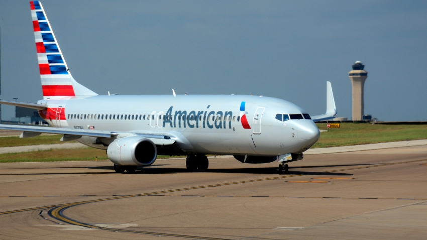 An American Airlines Boeing 737 passenger jet