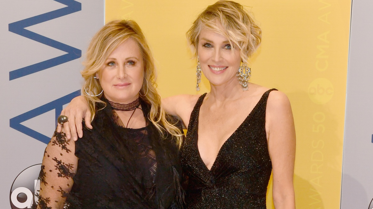 Sharon Stone Blames 'Non-Mask Wearers' as Sister Battles COVID-19 ...