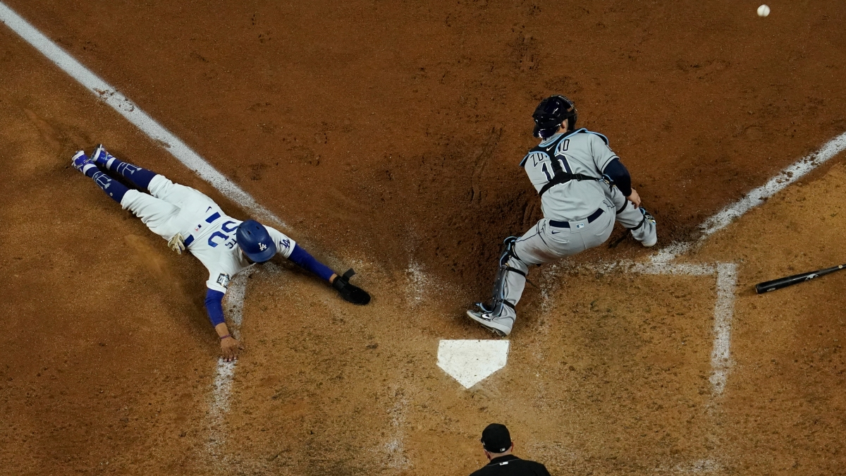 Snell Lifted in 6th, Dodgers Take 2-1 Lead Over Rays