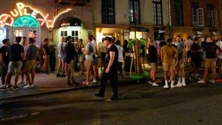 nyc bar crowd