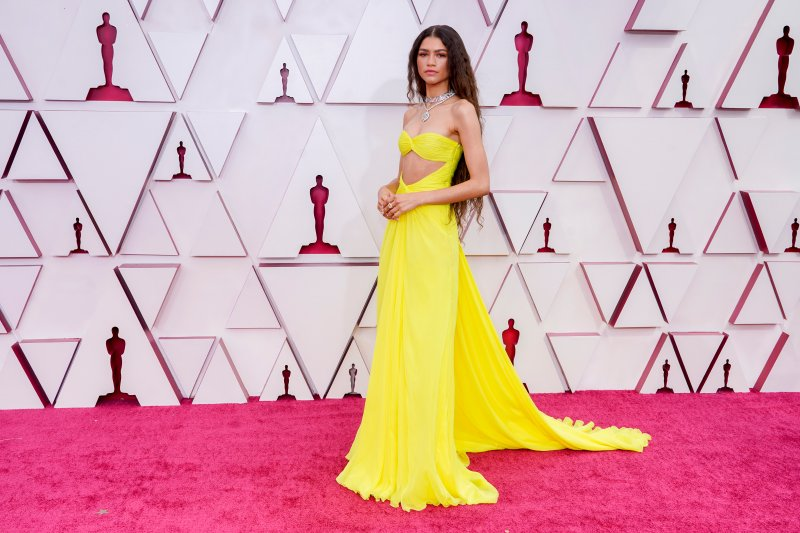 See the Best Looks From the Oscars 2021 Red Carpet