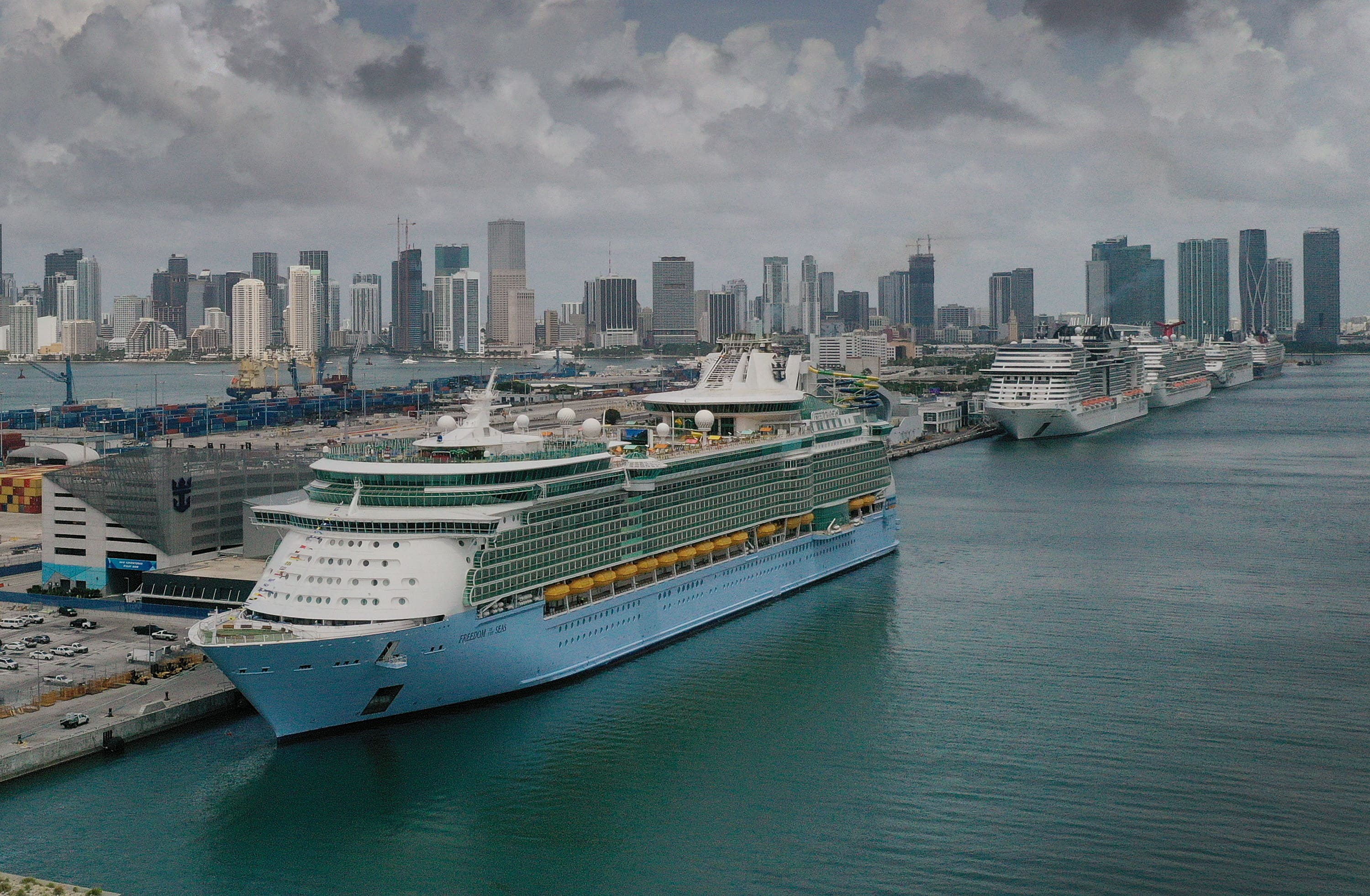 Royal Caribbean Shares Tumble as 6 Covid Cases Discovered on Board a Ship, Cruise Line Expands U.S. Testing Policy – NBC4 Washington