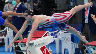 Catch up on the action from the Tokyo Aquatics Center on Day 4 of swimming at the Olympics.