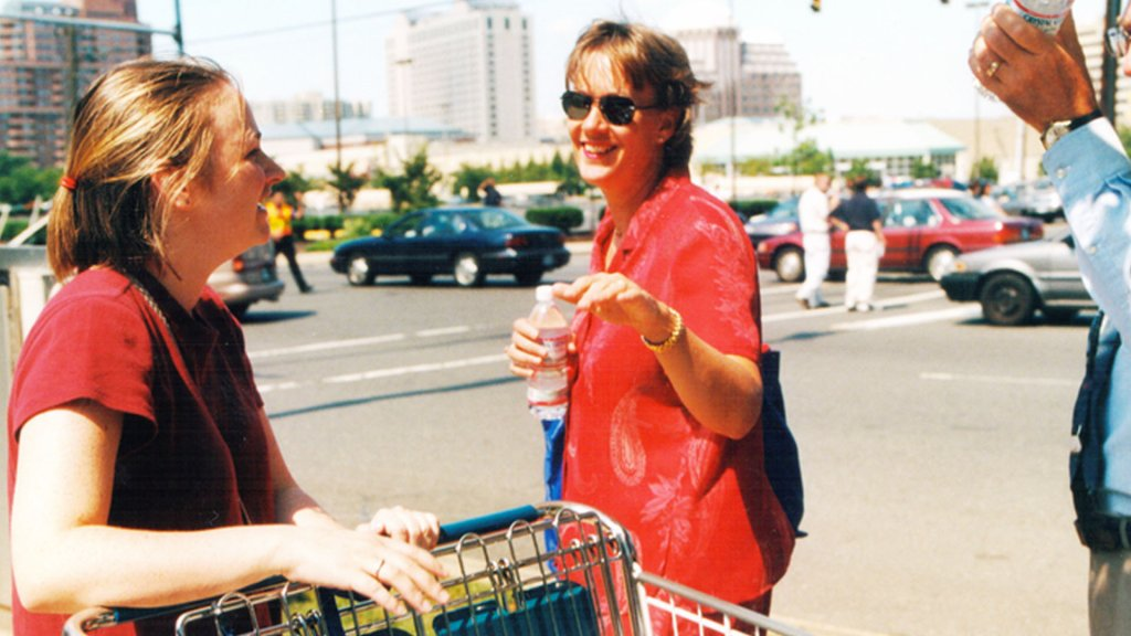 Moira Bohannon handing out water on Sept. 11, 2001.