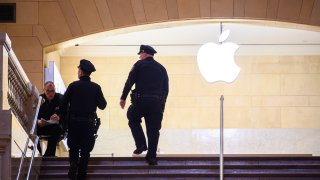 A view of NYPD officers inspecting the Apple Store in Grand Central Terminal