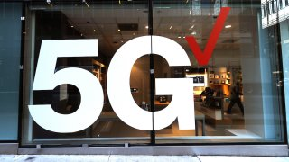 Verizon store front displays the 5G network
