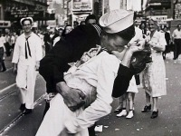 Sailor in Iconic V-J Day Times Square Kiss Photo Dies at 95