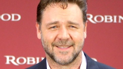 """Russell Crowe Talks Singing Live For """"Les Miserables"""""""