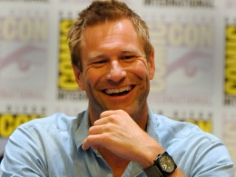 """Aaron Eckhart Has His Own Fanboy Questions About """"Dark Knight"""" Sequel"""