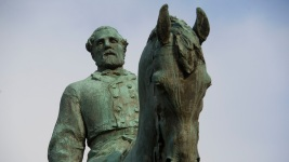 Charlottesville Mayor Calls for Swift Removal of Lee Statue<br />