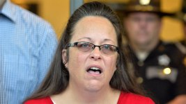 Kim Davis Obeying Court Order to Issue Marriage Licenses, Judge Rules