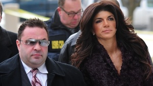 """""""Real Housewives"""" Star Asks to Serve Sentence in Halfway House"""