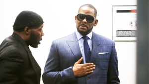 R. Kelly Case Poses Challenge: Separating Artist From Anthem