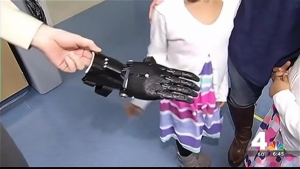 Special Christmas Gift: Va. Girls Help Build New Hand for Teen