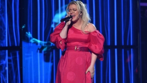 Kelly Clarkson's Cover of Lizzo's Juice Will Blow You Away