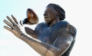 Baylor Unveils RGIII Statue