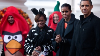 Obamas Greet Trick-or-Treaters