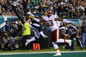 Wentz Tosses 4 TDs, Eagles Beat Redskins 34-24