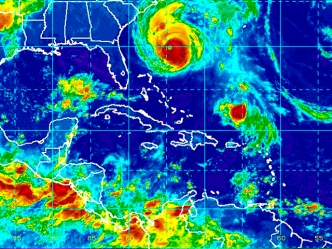 LIVE CHAT REPLAY: Meteorologists Talk Earl