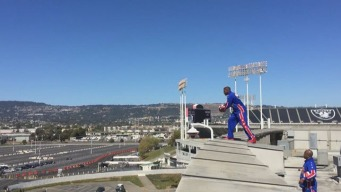 Harlem Globetrotter Sinks 100-Foot Shot From Oracle Roof