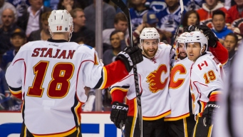 Calgary Flames Defeat Vancouver Canucks 2-1