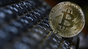 Talk of a Bubble Intensifies as Price of Bitcoin Soars