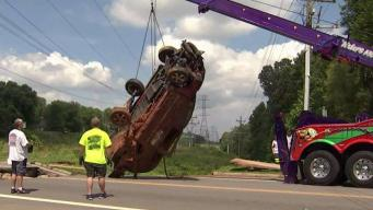 Car Removed From Huge Sinkhole in Virginia