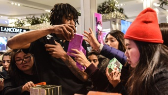 After Weeks of Deals, Stores Aim to Draw Black Friday Crowds
