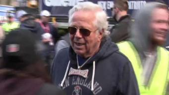 Robert Kraft Denies Charges of Soliciting Prostitute<br />