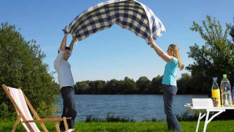 How to Keep Food Safe When Planning Your Picnic
