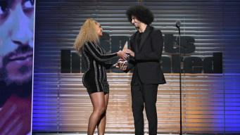 Beyonce Presents Kaepernick With SI's Muhammad Ali Award