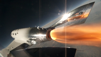Virgin Galactic Conducts 1st Powered Flight of New Spaceship