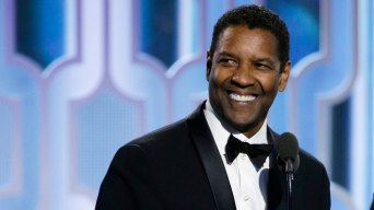 Hanks Salutes Denzel Washington at Globes