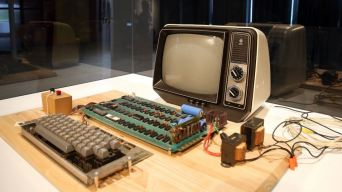 Apple Computer Built in 1970s Sold for $375,000 at Auction