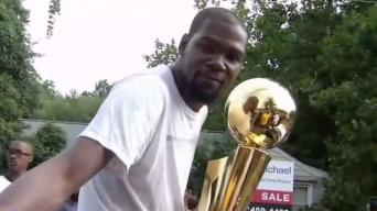 Hero's Welcome for Hometown MVP Kevin Durant