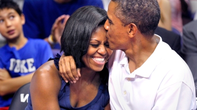 "Obamas on ""Kiss Cam"""